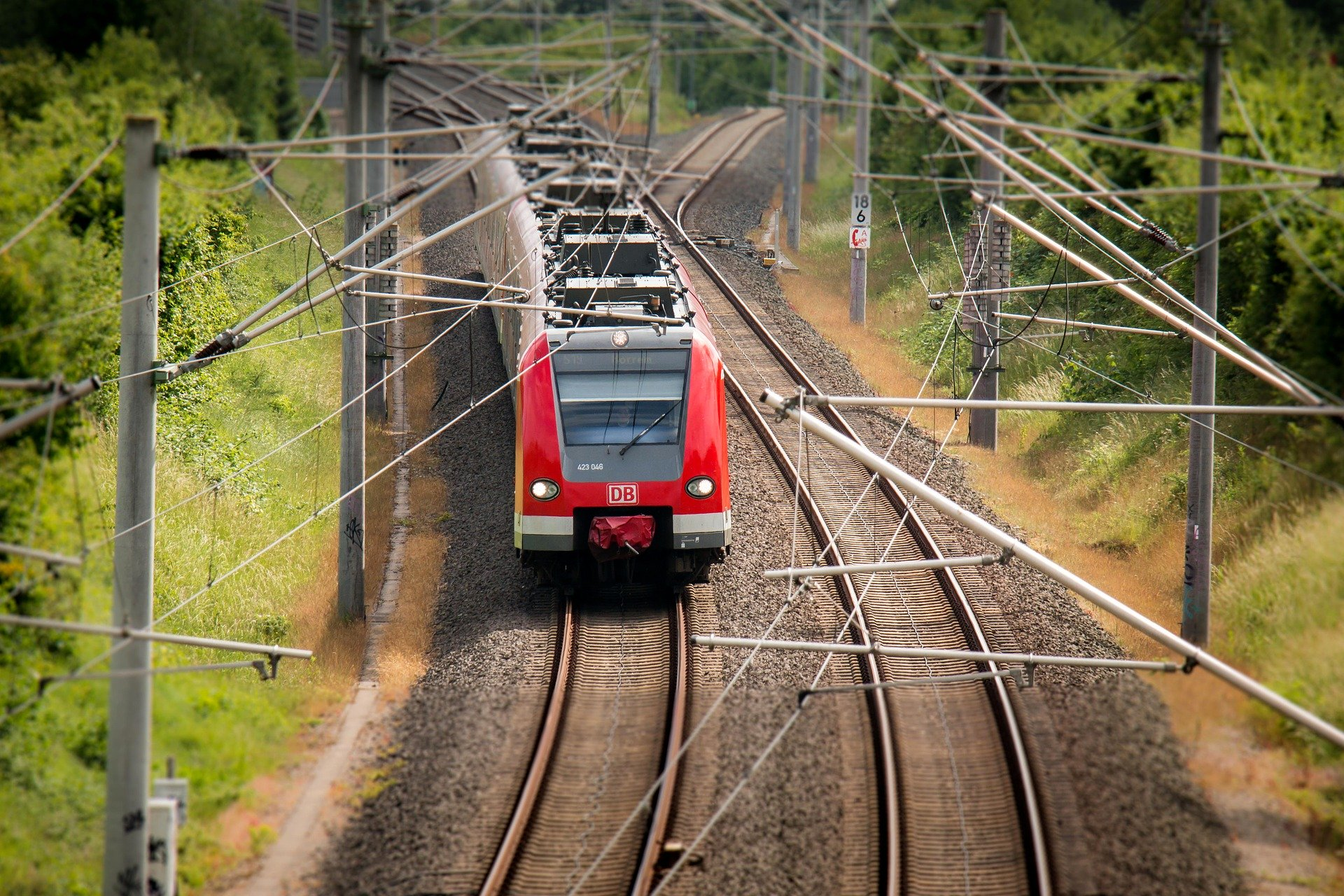 Zug auf den Schienen